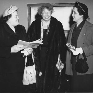 Mrs. Eleanor Roosevelt visits with Mrs. L. B. Pate and Mrs. Gilbert English