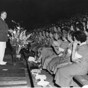Governor W. Kerr Scott addressing women at Home Demonstration event