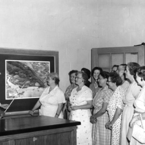 W. L. Hamnett of the North Carolina wildlife resources commission instructing Home Demonstration Club women at the 1957 farm home week.