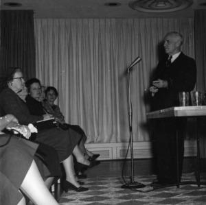 Frank Porter Graham talks to members of United Nations seminar