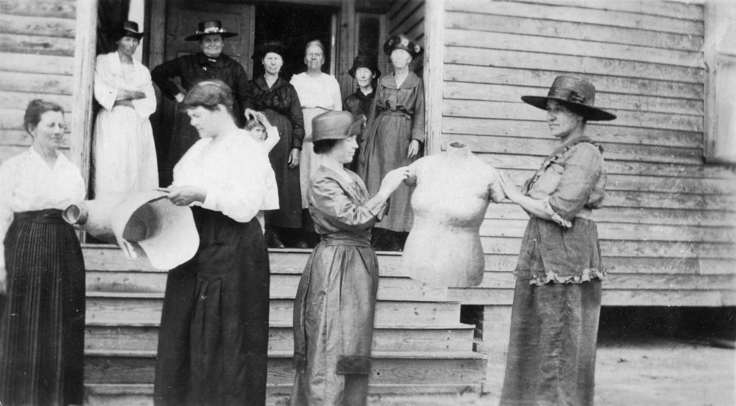 Clarendon Women's Club of Columbus County in the southeastern district, holding their dress molds
