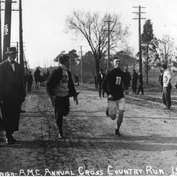 Finish [of] A.M.C. annual cross country run, 1910.