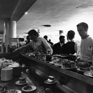 Students eating at the Erdahl-Cloyd Union