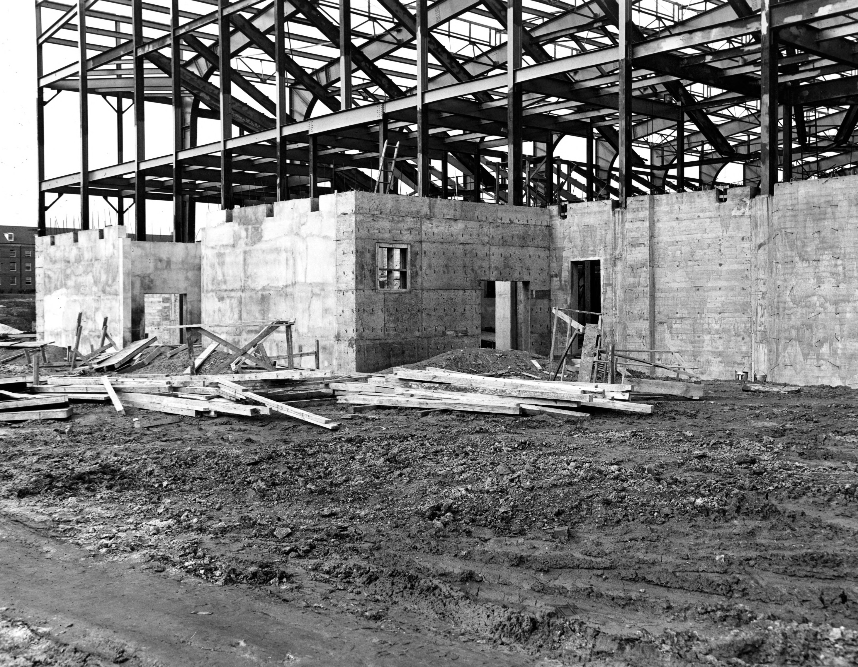 Reynolds Coliseum, construction