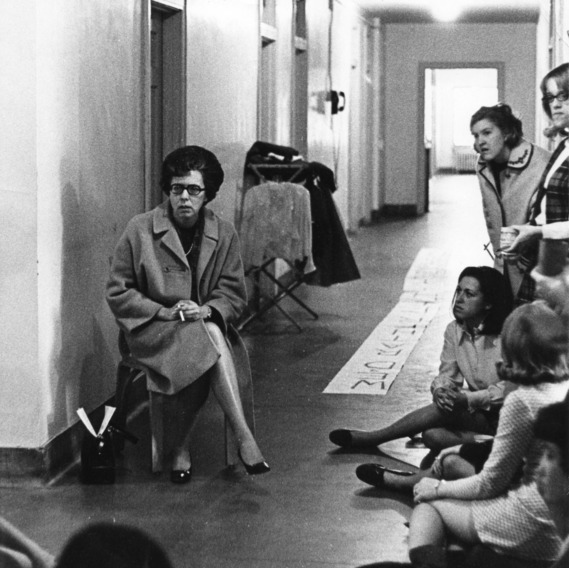 Carolyn Jessup, director of Student Health Programs at North Carolina State University, sitting in hallway with female students.