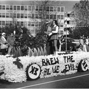 Sigma Kappa homecoming float, November 15, 1976.