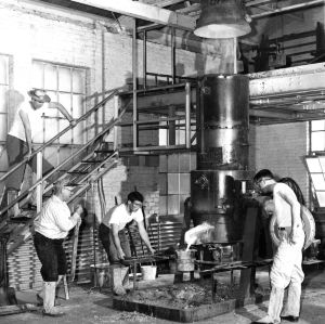 Students in foundry laboratory, Industrial Engineering department.