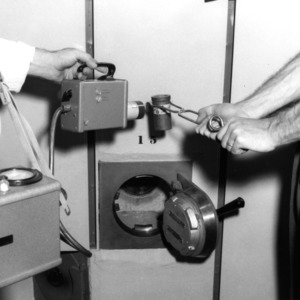 Testing radioactivity level of sample with a Geiger counter