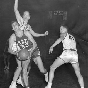 N.C. State and Duke in a tight match, 1952