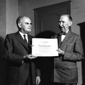 William H. Harriss presenting Roy Hampton Park an award certificate for Alumni Associate fundraising