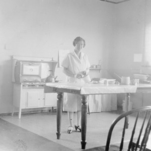 "4-H club woman preparing the demonstration room in Beaufort, North Carolina, for a meeting of the ""Beaufort girls"" on March 22, 1928"