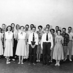 4-H club members standing together for a group photo
