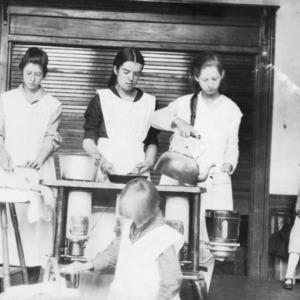 Club girls preparing dinner - Encampment - 1919 - Biltmore, Buncombe County