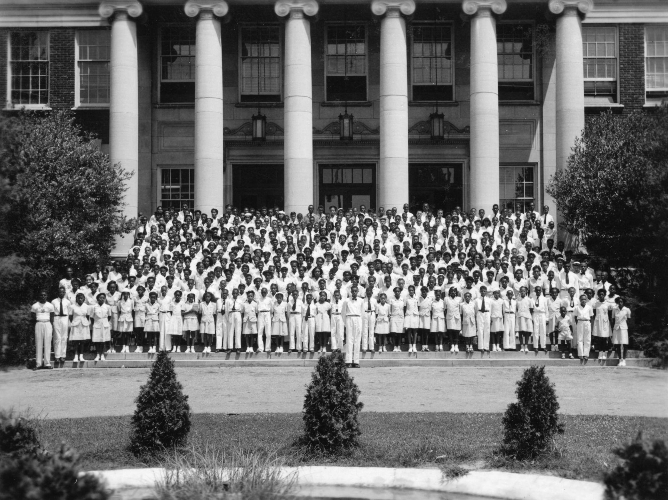 4-H club members assembled at the North Carolina State 4-H Negro Short Course in 1947