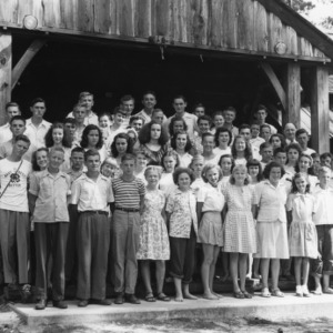 4-H club members in front of building at Millstone 4-H Camp