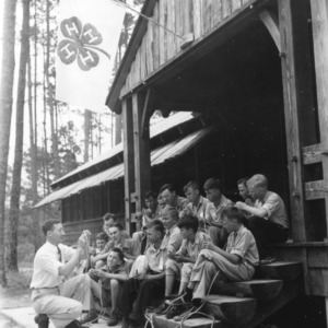 H. M. Ellis conducts class in rope-ladder making for Nash County group at Camp Millstone, June, 1941