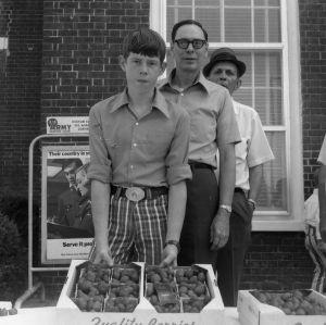 4-H club curb market, 1971