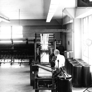 Man working with a carding machine