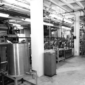 Pilot plant with dyeing or cleaning equipment and machinery