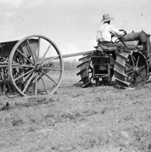 Seeding with a tractor, Raleigh, North Carolina, June 1918