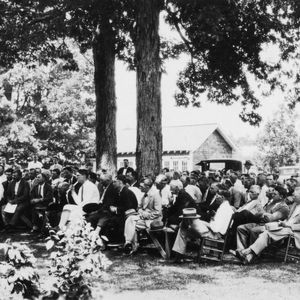 Group of farmers and fertilizer men at a special Tobacco Day Meeting at the Tobacco Experimental Station