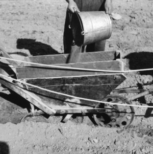 Horse-drawn fertilizer distributor