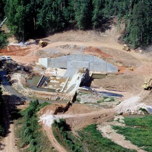 Aerial view of Lake Raleigh Dam construction