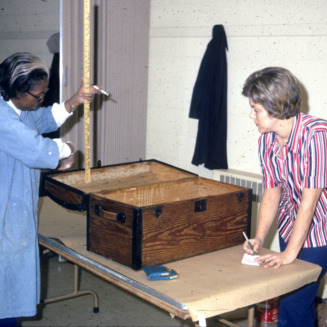 Extension homemakers trunks workshop -- Helen Payne teaching, Mrs. J. F. Maness lining trunk
