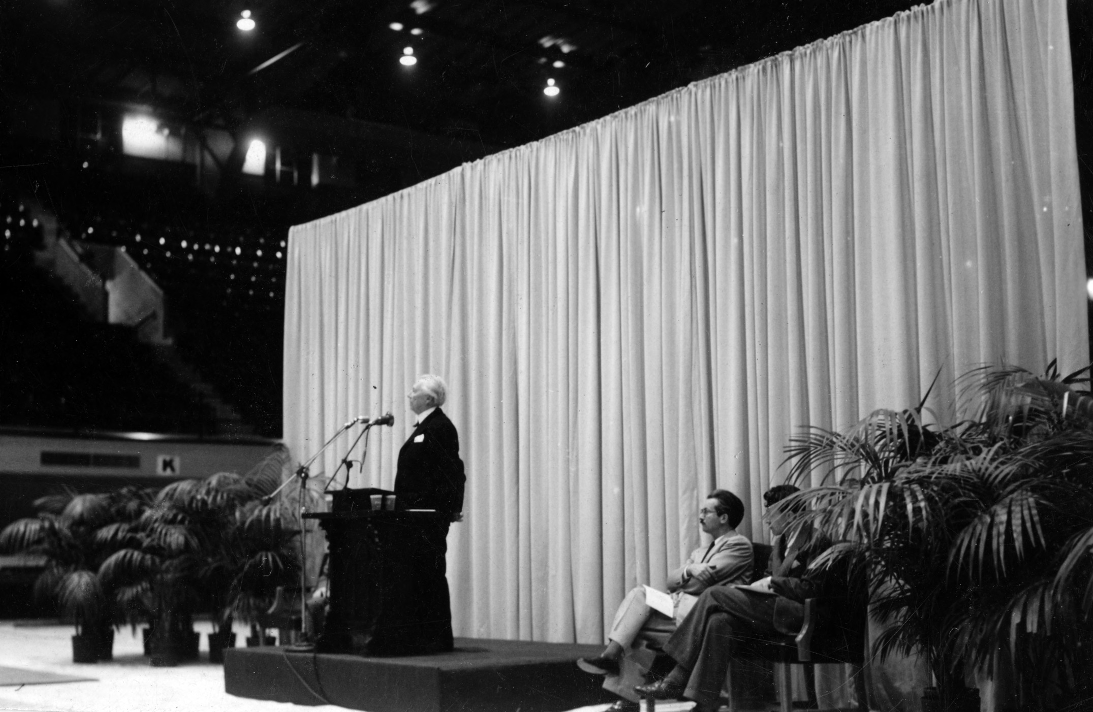 Frank Lloyd Wright giving speech, with Henry L. Kamphoefner and Matthew Nowicki