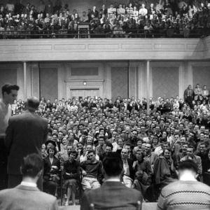 College Union hypnotist demonstration