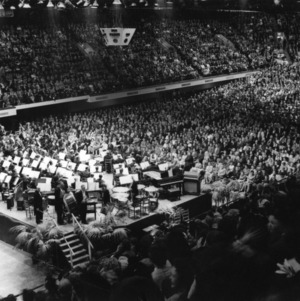 Friends of College concert fills Coliseum