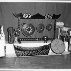 Display with statues and musical instruments