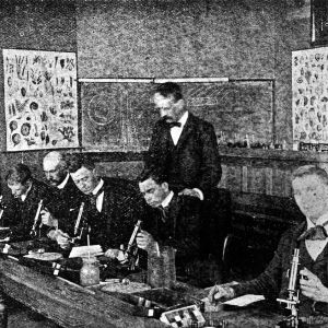 Class at microscopes in Horticultural Laboratory, 1892-1893