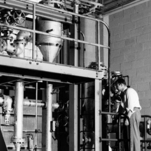 Dr. F. P. Pike and Dr. D. S. Arnold conducting liquid extraction research
