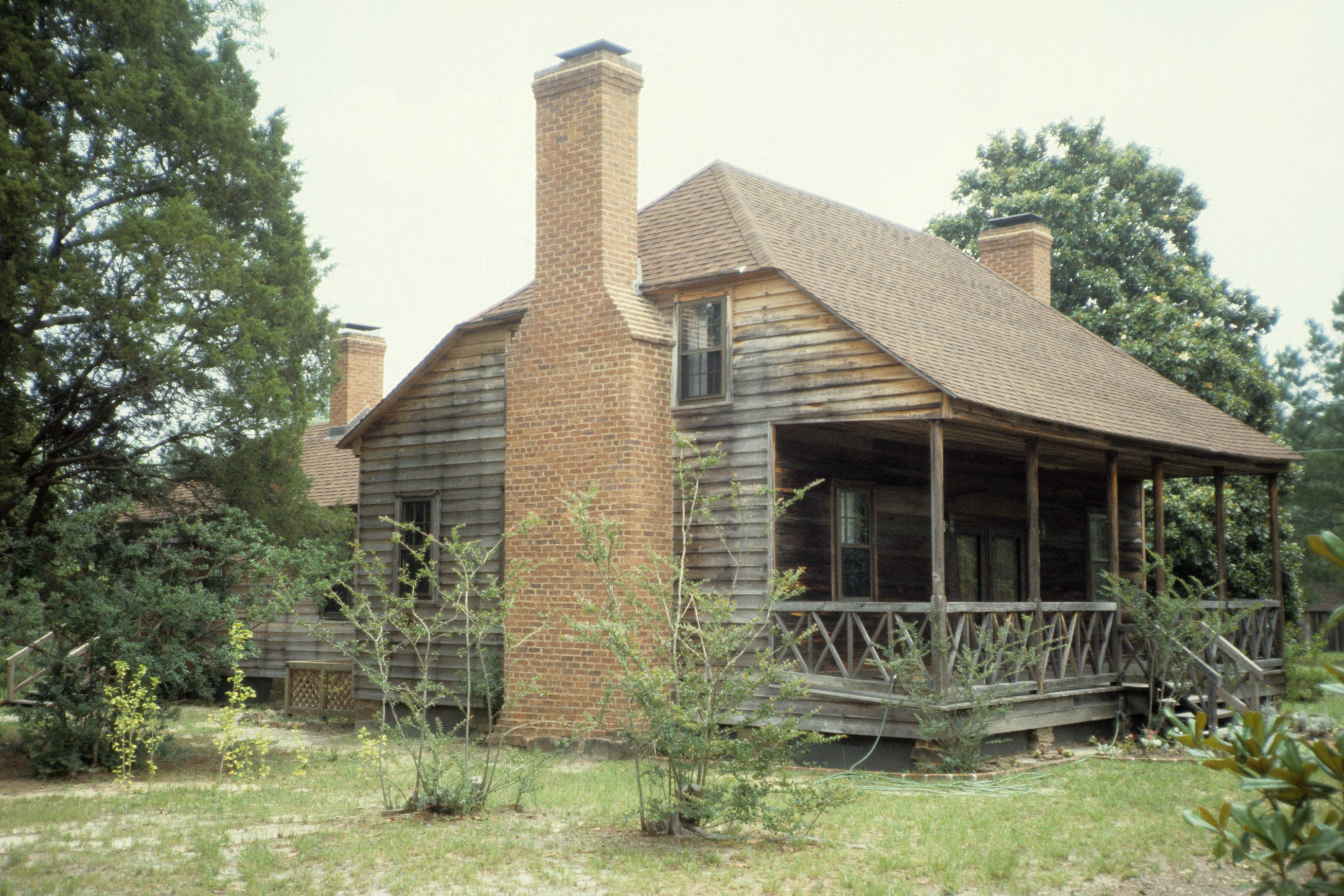 Side view with chimney black cole house moore county for Building houses with side views