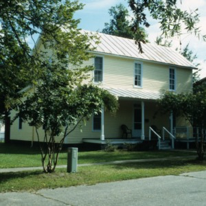 Front view, 411 Elliott Street, Edenton Cotton Mill Village, Edenton, Chowan County, North Carolina