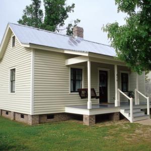 Front view, 416 Queen Street, Edenton Cotton Mill Village, Edenton, Chowan County, North Carolina