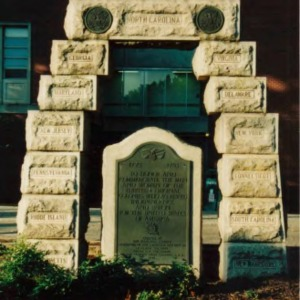 "Monument in honor of  ""the men and women of the thirteen original colonies"""