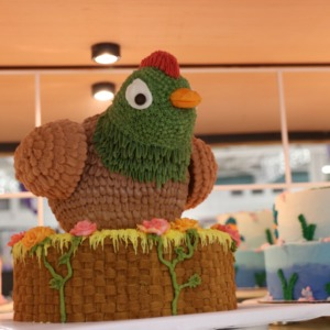 Award-winning cake decorated as chicken at North Carolina State Fair, 2018