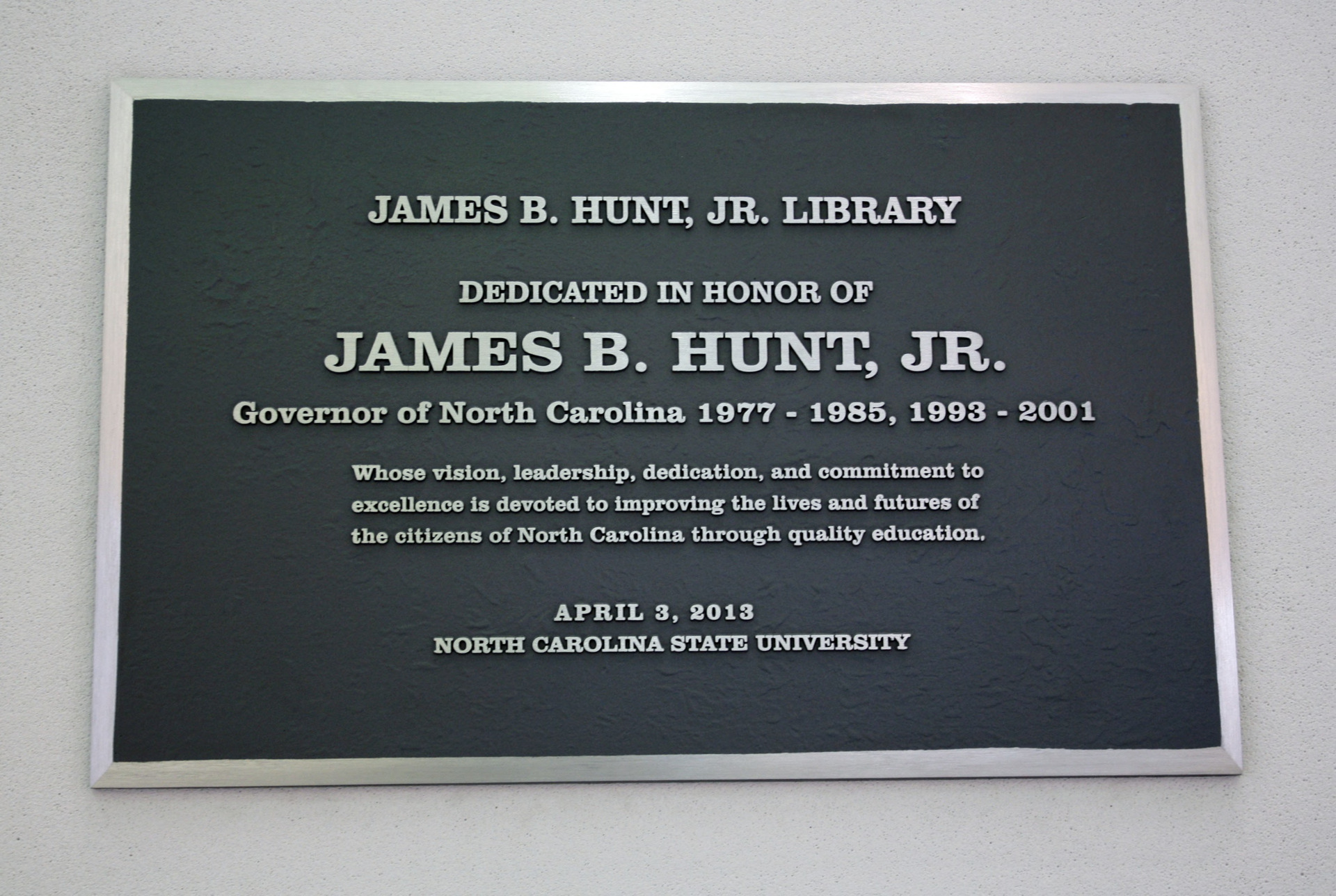Plaque at Hunt Library