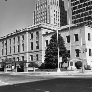 Forsyth County Courthouse, Side View