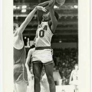 David Thompson on Team USA, goes up with a jumpshot