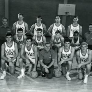 Men's basketball team group photo