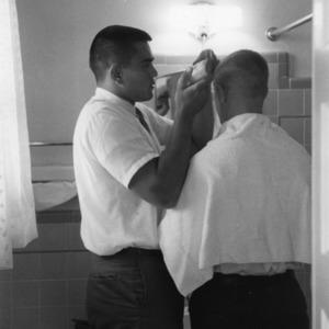 Roman Gabriel cuts teammate's hair