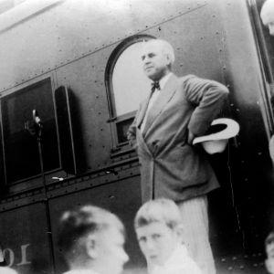 Governor Gardner speaking in front of Livestock Train