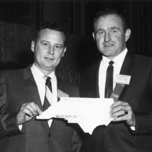 Dr. W. C. Mills, Jr. presents Baxter Freese with check at North Carolina Turkey Federation Conference