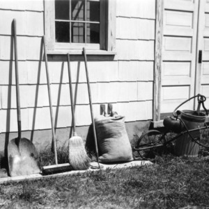 Cleaning tools for brooding house