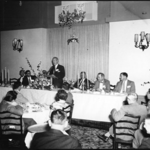 Man addressing group at banquet, Farm Press and Radio Institute