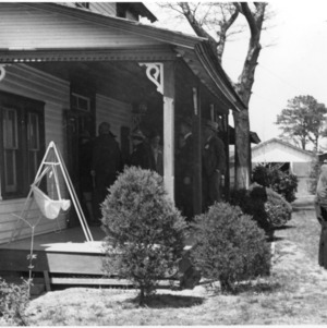 Group entering house, farm tour, Bell's Island