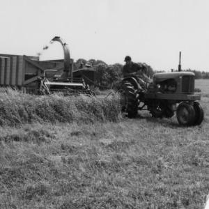 Tractor pulling combine